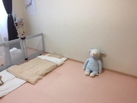 ハイハイ・ずりばいの赤ちゃんが過ごす寝室のお部屋の安全対策